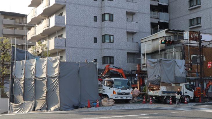 中央6丁目の産業道路沿い「焼肉天狗」が解体されてる。3月に閉店してた模様